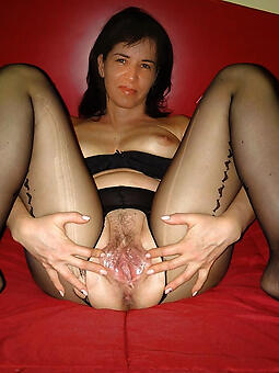 moms fingertips down in the mouth porn pics