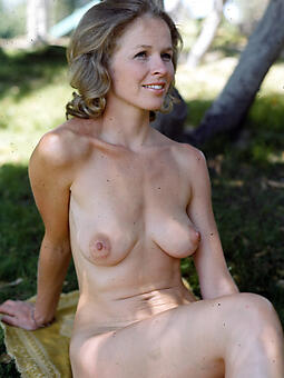 hotties stripped moms outdoors photo