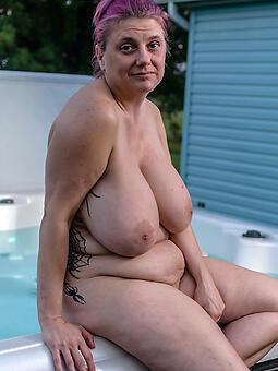 domineer mature moms X porn pics