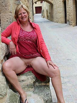 wild hot adult lady upskirt