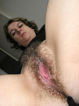 natural mature hairy pussy pics