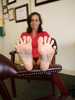 mature legs feet free naked pics