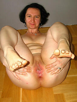 porn pictures of ladies take pretty feet
