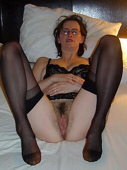 X lady nearby stocking stripping