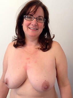 hotties mom glasses pics