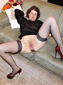 hot grown-up legs pics