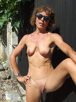 perfect moms shaved pussy