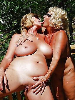 hot auntie moms