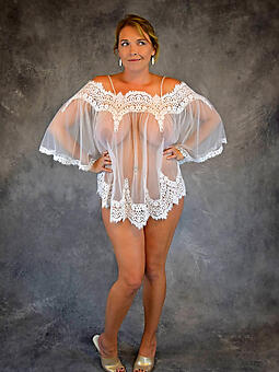 busty moms in unmentionables