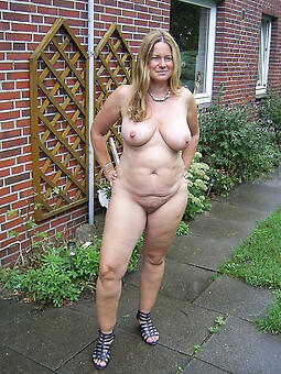 nude ladies not at home
