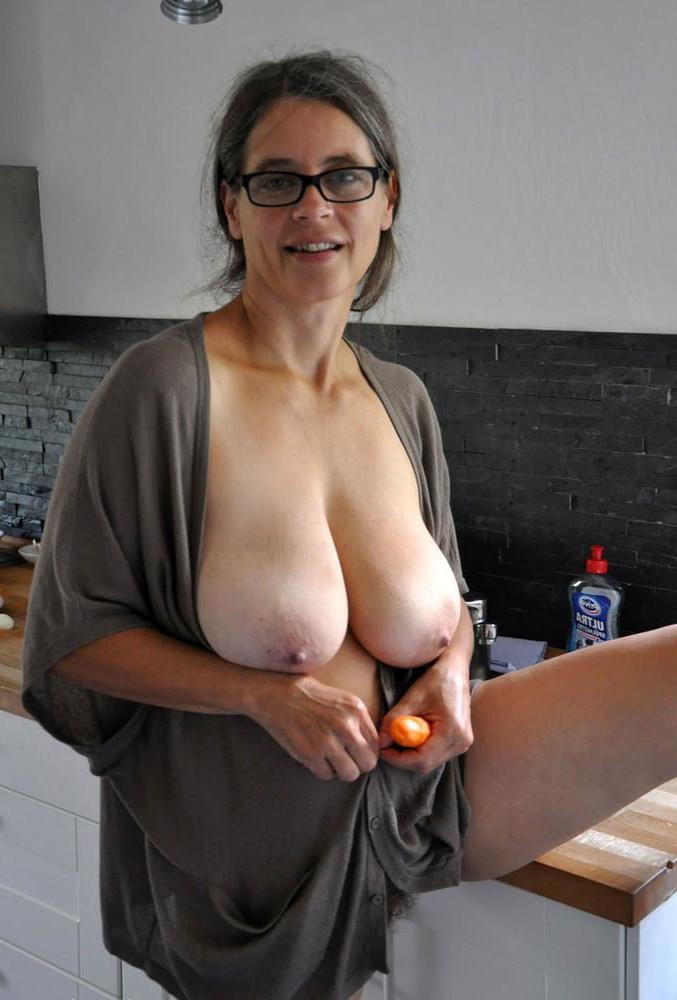 utter mature mom gut nude pics