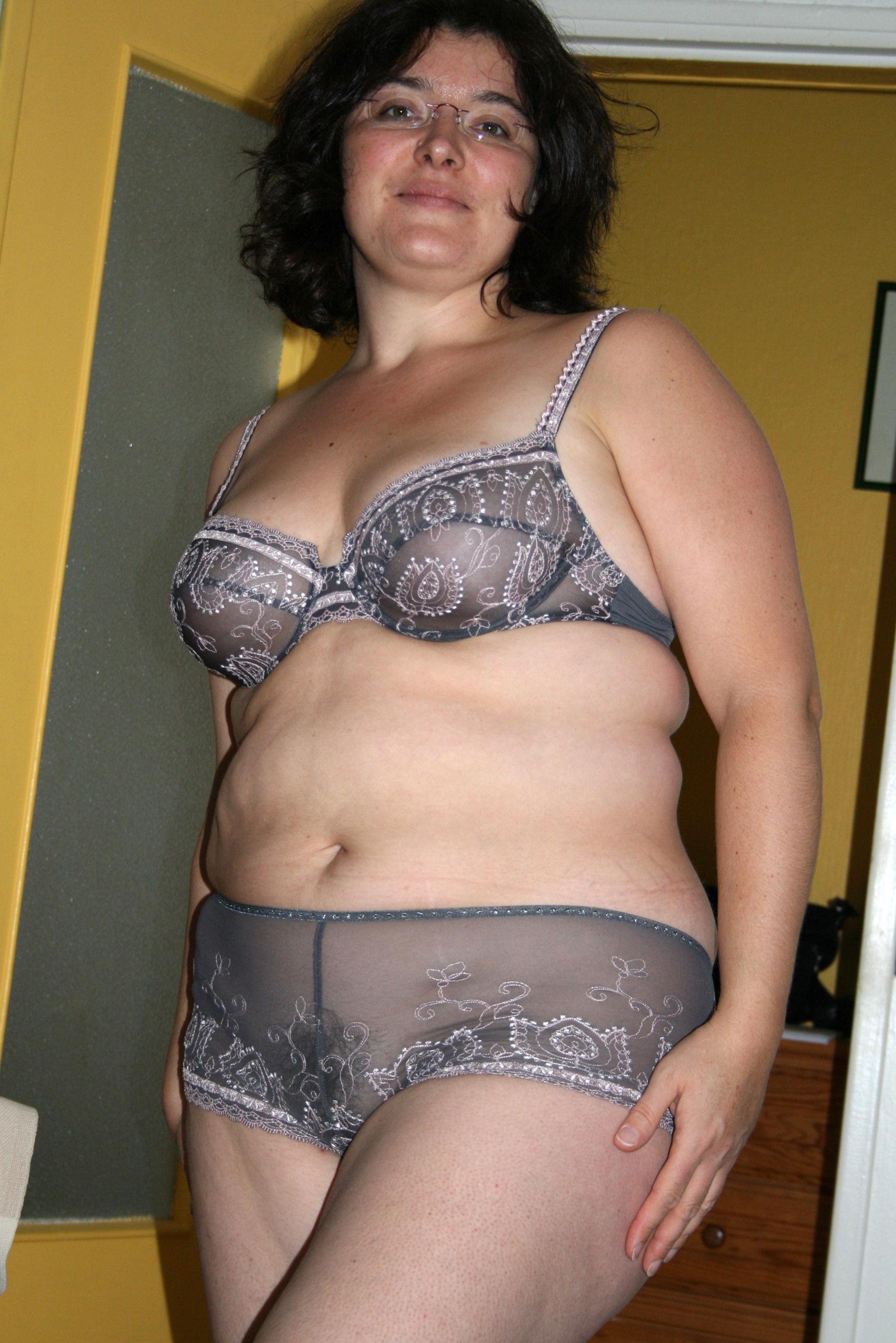 XXX moms in lingerie xxx pics