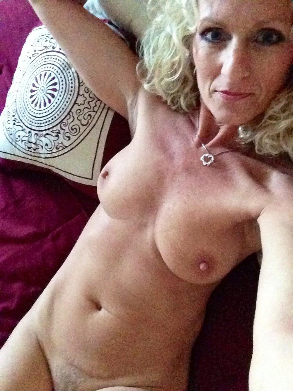 selfshot jocular mater porn pic