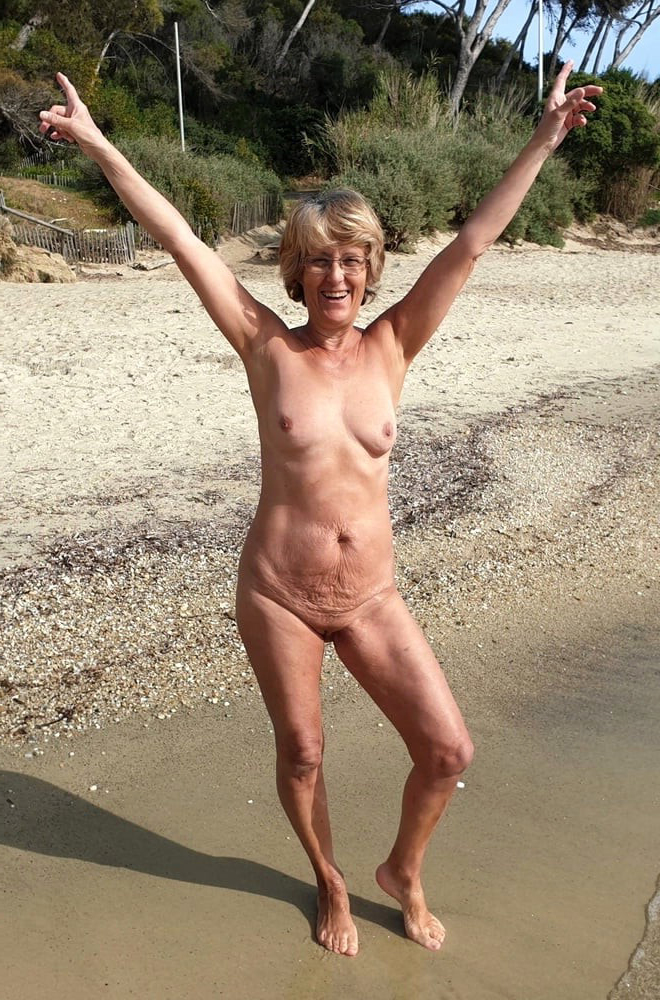 lassie at beach unconforming starkers pics