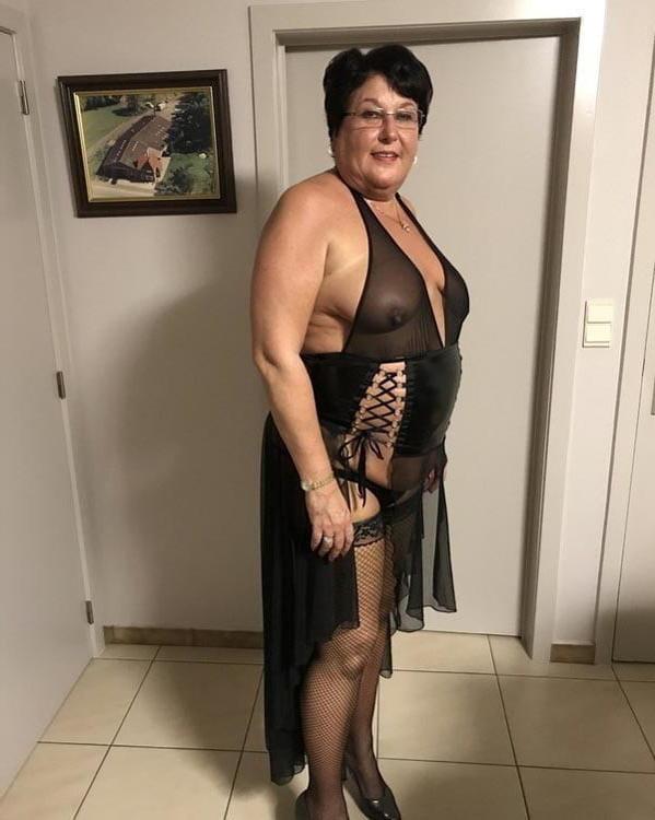 naked grannie free porn pics