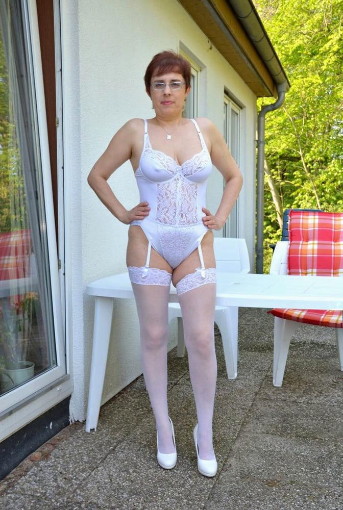 off colour ladies in lingerie sex pictures